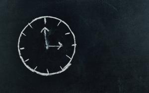 Le temps et son allocution dans l'activité de marchand de biens